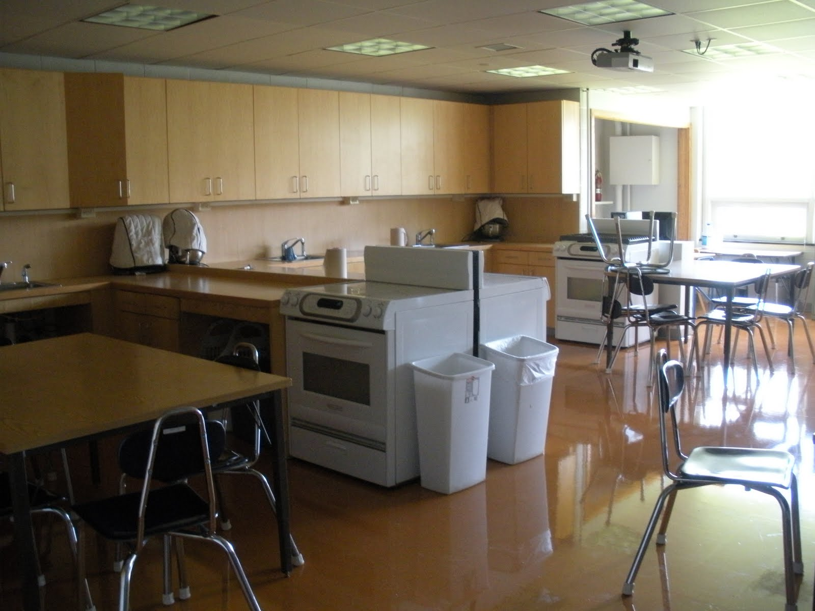 Interior design in home economics - For Some Reason I Was Drawn To The Home Economics Classroom Which Is Now Called A Food Lab It Just Looked So Warm And Inviting