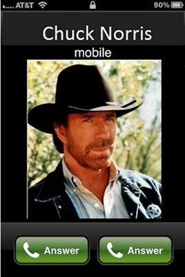 A Chuck no se le cuelga el teléfono