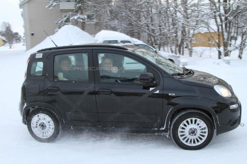 spy photos of new fiat panda 4x4 2013 2014 during winter. Black Bedroom Furniture Sets. Home Design Ideas