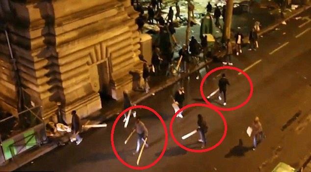 Άγρια μάχη κακομοίρων εισβολέων μεταναστών έξω από σταθμό μετρό στο Παρίσι [Βίντεο]