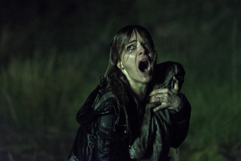 Criaturas demoníacas atacam família em The Hallow imagens