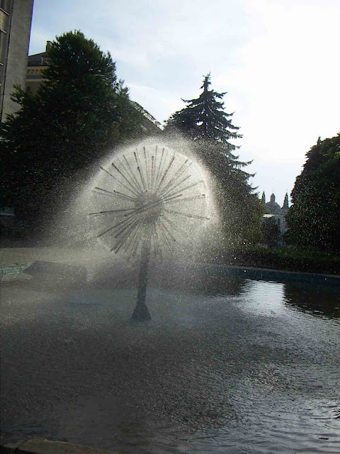 Ternopil Fountain Post