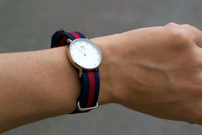 orologio blu e rosso