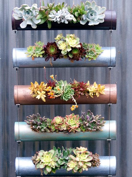 Berkebun vertikal di lahan rumah minimalis for Casas de pvc para jardin