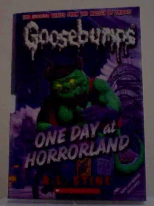 One Day at Horrorland (Classic Goosebumps #5) by Stine, R.L.