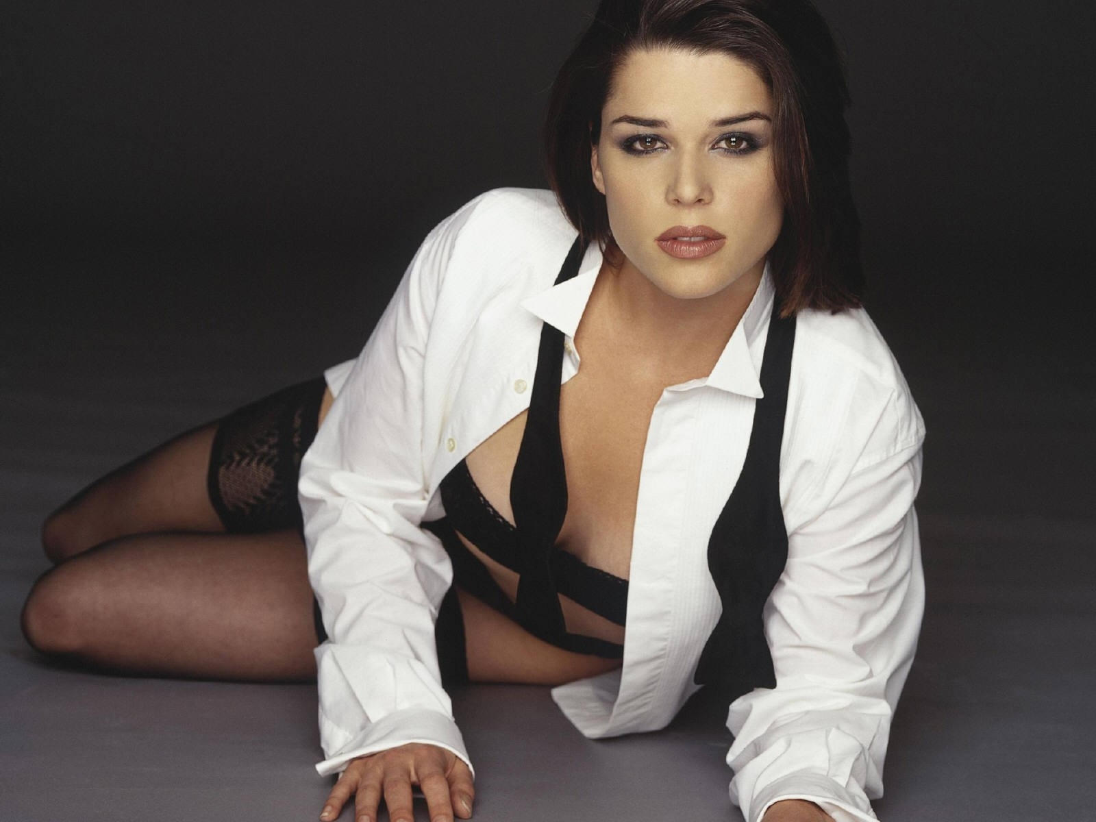 Hollywood Hot Actress Neve Campbell
