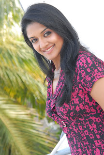Vimala Raman in Beautiful Top Tight Denims Stunning Beauty