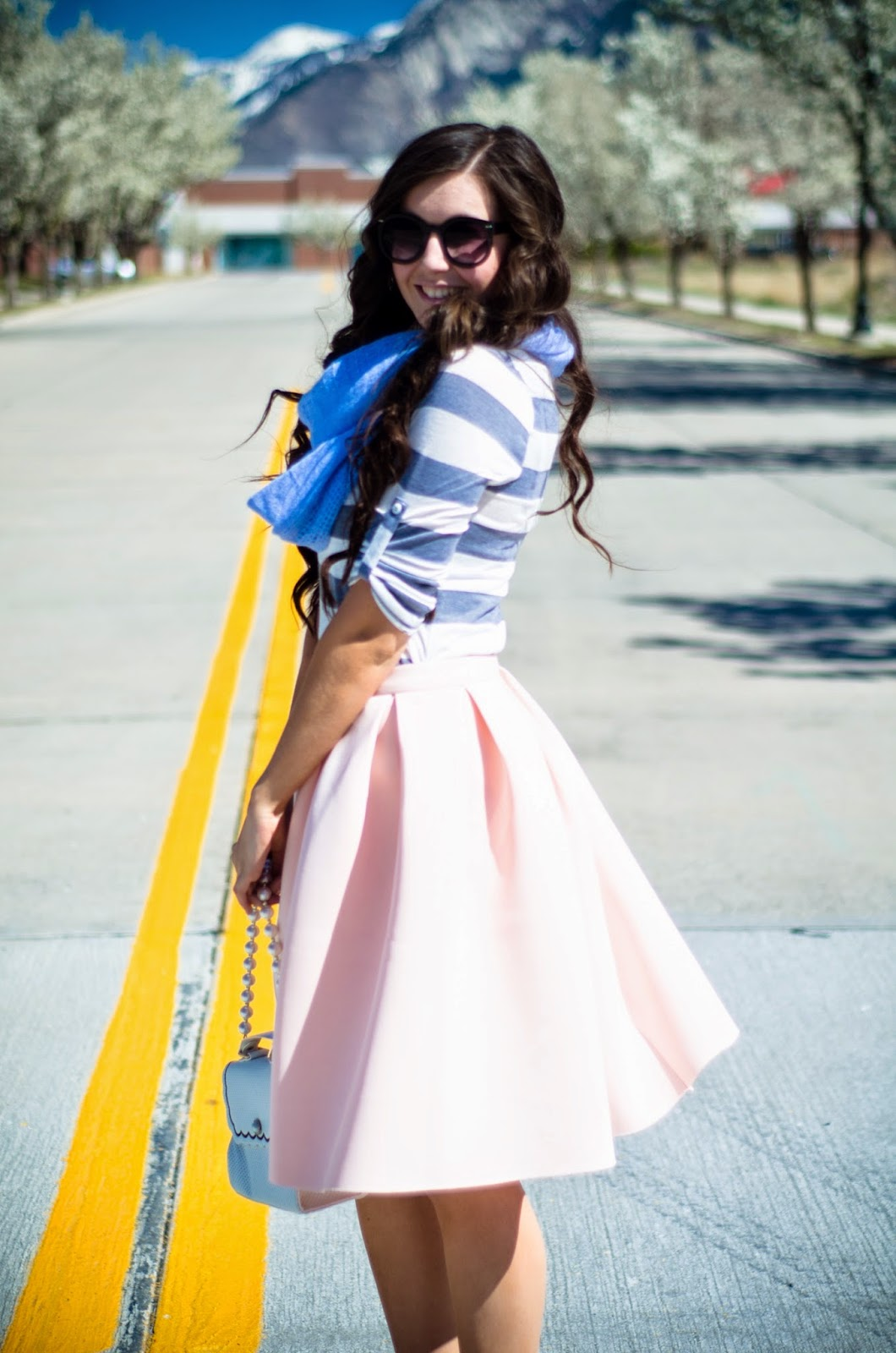 a line skirt, girly chic, girly outfit, how to wear a girly outfit, pink a line skirt, pink a lined skirt, how to be super girly, grey and pink flares, pink a line skirt,