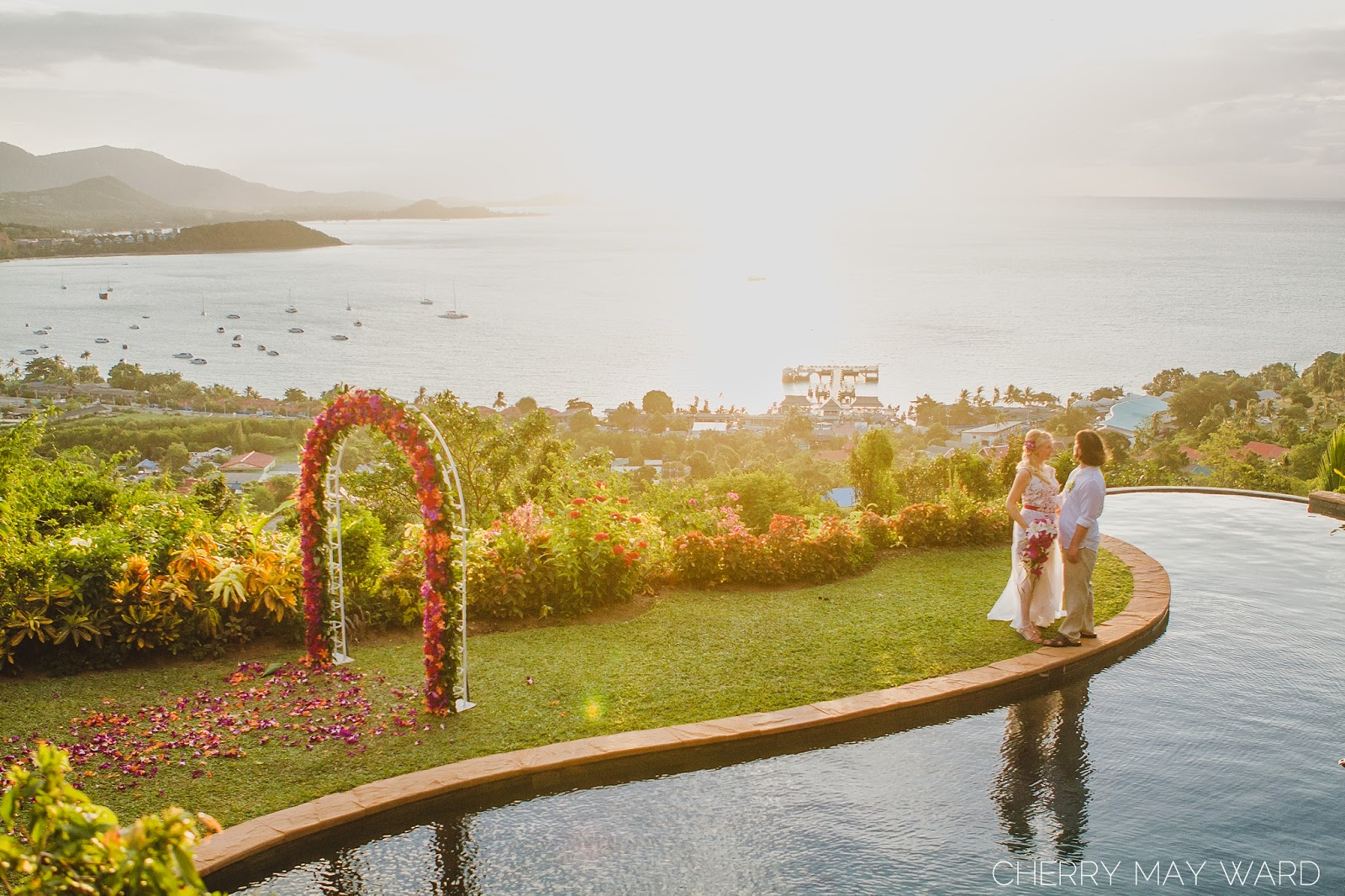 Thailand villa wedding with the most beautiful view, view over the water, sunset view from private villa, wedding on to of a hill with sunset view on Koh Samui