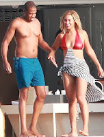 Beyonce Knowles Red Bikini 32th birthday Italy