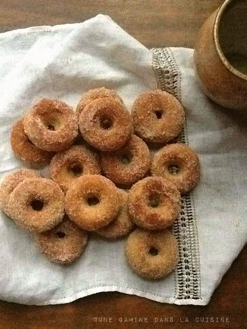 Baked Cinnamon-Sugar mini Doughnuts |une gamine dans la cuisine
