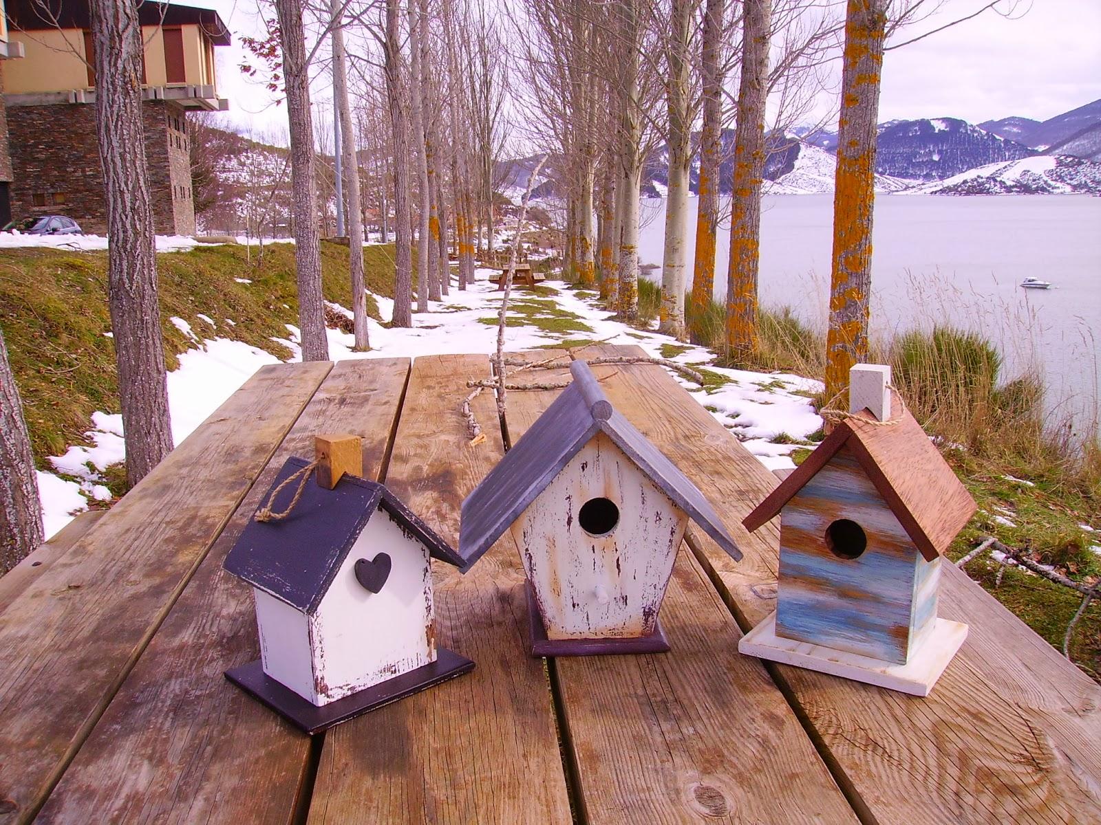 Retazos de madera casitas de pajaros for Casitas de jardin de madera