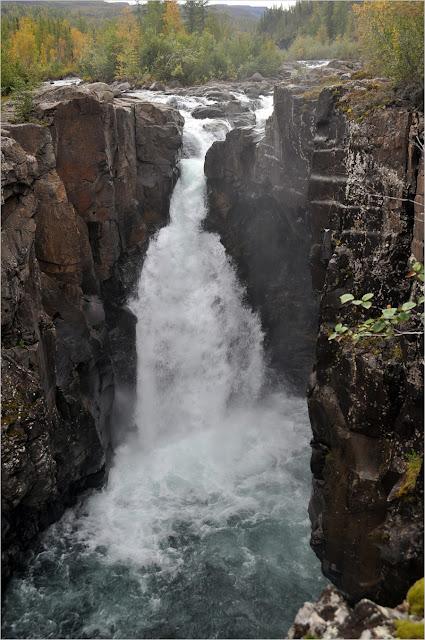 оз.Лама. р.Юж.Нёралах. Водопад.