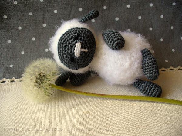 Игрушка связанная крючком - овечка, барашек, ягненок