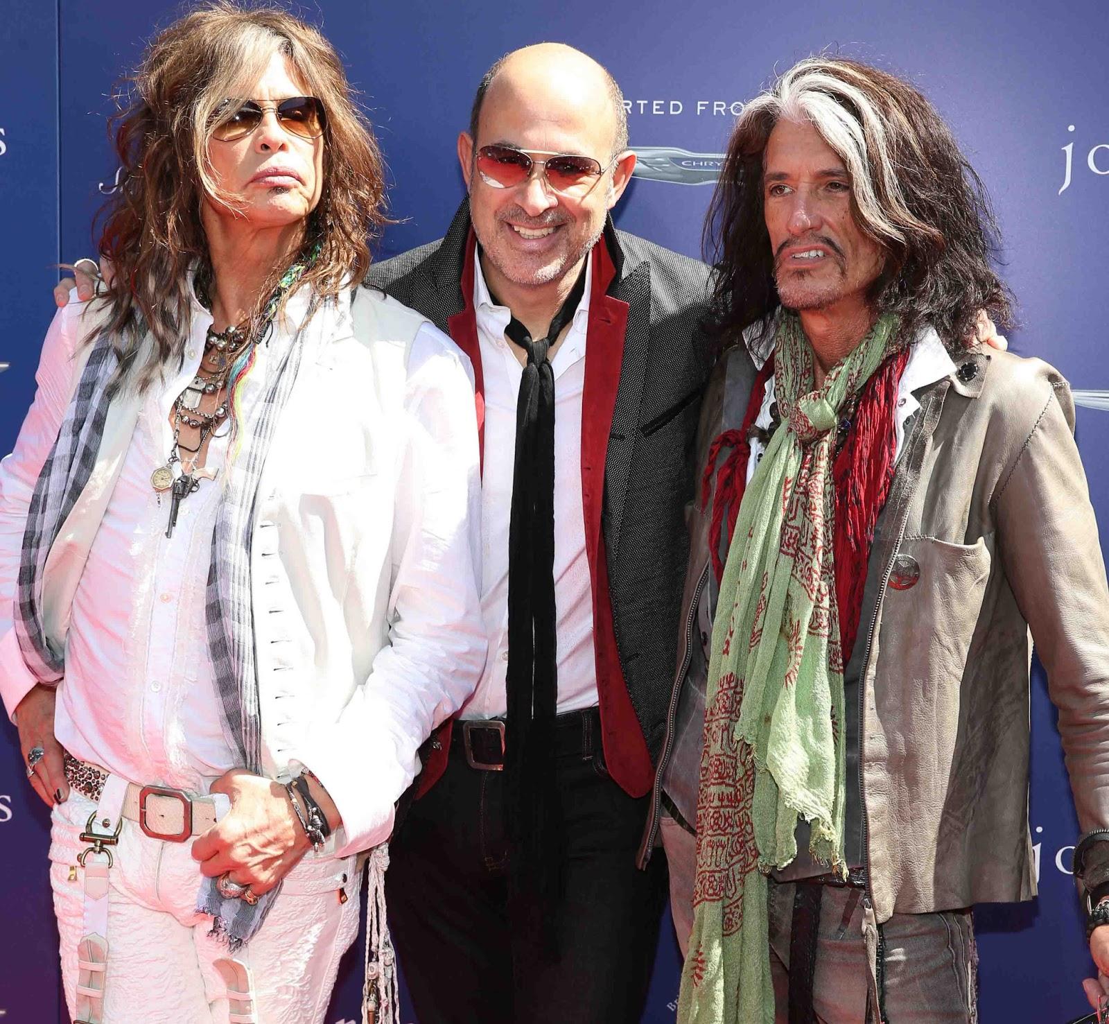 http://1.bp.blogspot.com/-j8jboznCidc/UT1G5mXR6eI/AAAAAAACt4Q/U58zr2Ed9rw/s1600/Steven+Tyler,+John+Varvatos+and+Joe+Perry.jpg