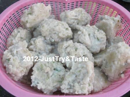 Lebih seru lagi jika makan bersama teman atau keluarga. Siomay Ala Si Abang Just Try Taste