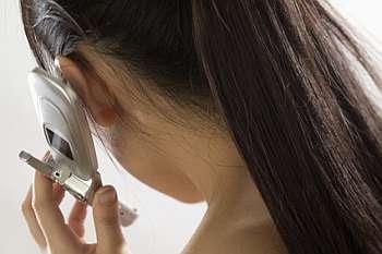 Tips Mengurangi Bahaya Radiasi Ponsel