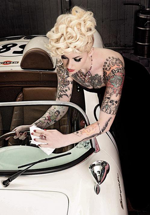 tatuaje de pinup en una chica sexy