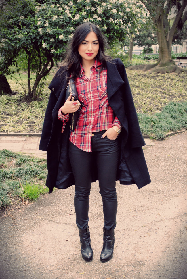 STREET STYLE, ZARA LEATHER JEANS, SPIKED SHIRT, XADREZ, FASHION BLOGGER, DANIELA PIRES, SPIKED CLUTCH,