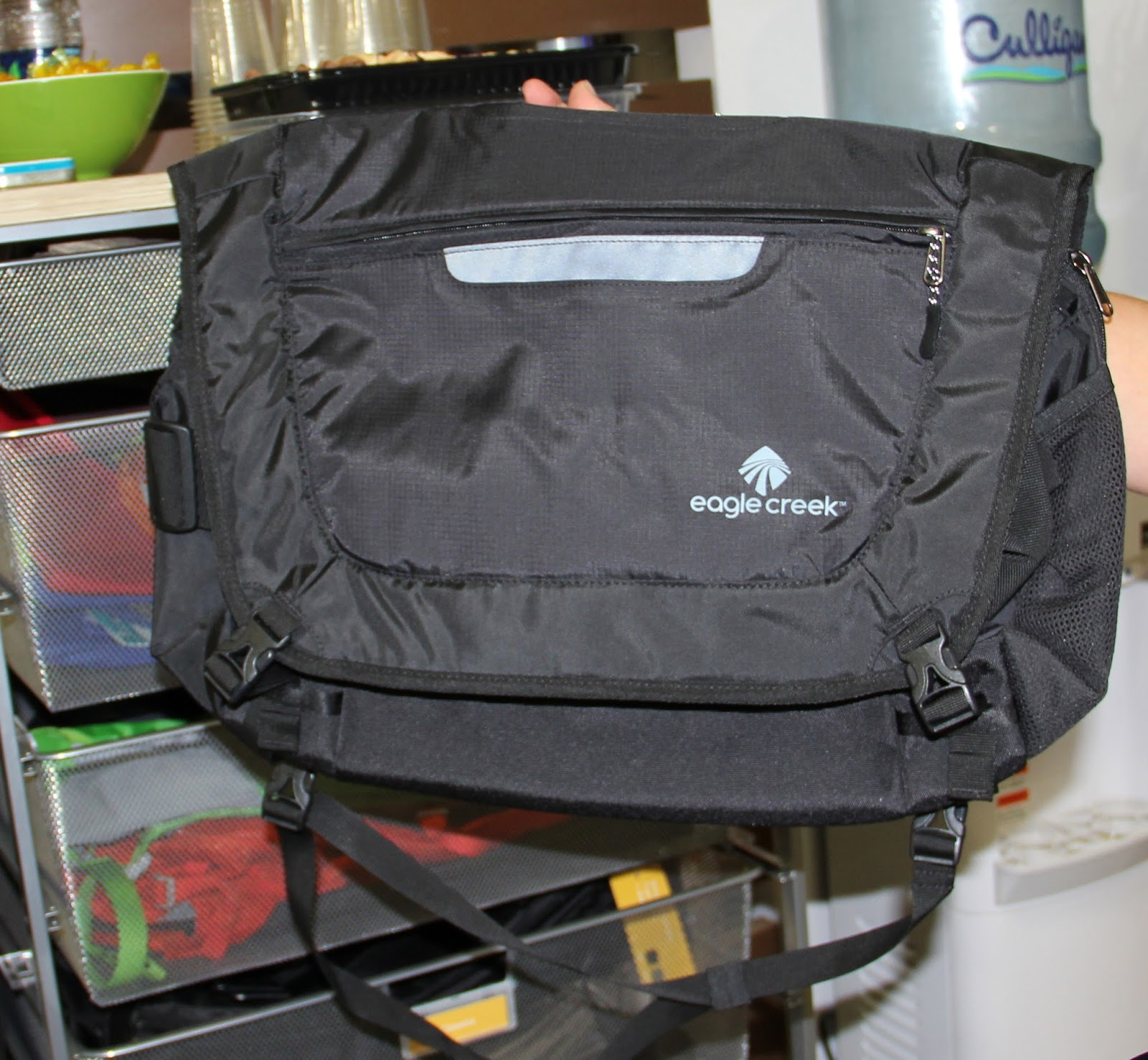 Messenger Bag Roomy Side Mesh Compartments For Water Bottles