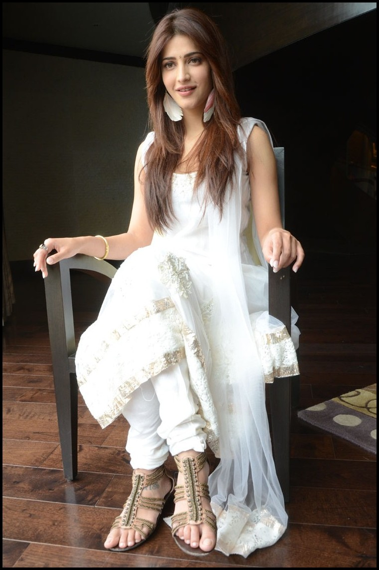 Shruti Han Latest Picture Shoot Gallery in White Salwar Kameez at Balupu Movie Interview  0099.jpg