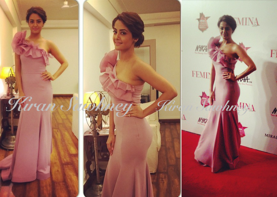 Surveen looking lovely in@gauriandnainika and jewellery from @minerali_store for Femina Beauty Awards tonight