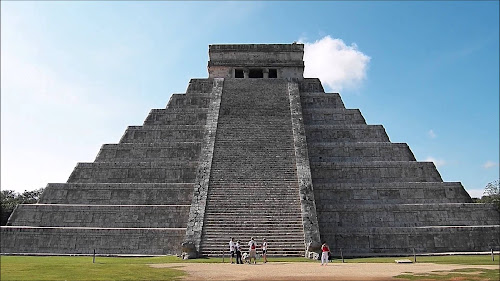 As 7 Curiosidades do Mundo Moderno - 5º A Pirâmide de Chichen Itza, México