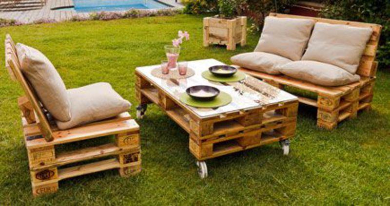 Jard n amueblado con muebles de palets for Muebles de jardin hechos con tarimas