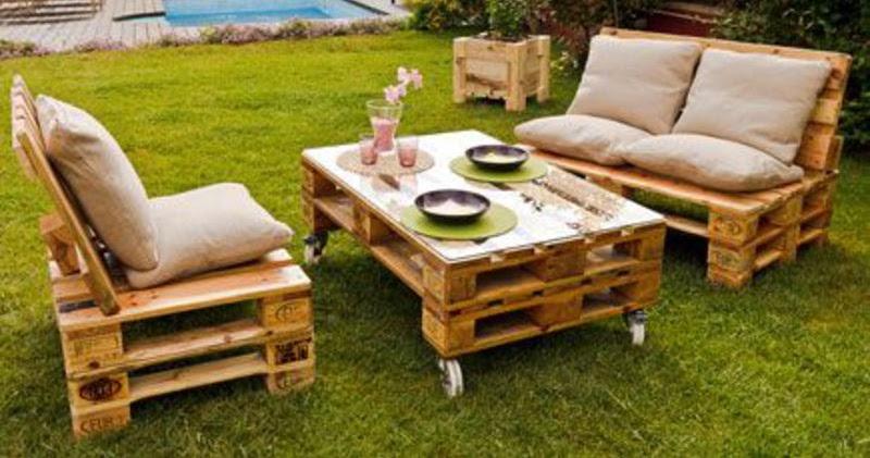 Jard n amueblado con muebles de palets for Muebles de jardin con palets