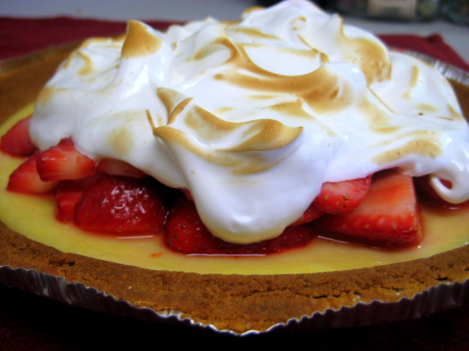 The Cupcake Avenger: Martha Monday: Strawberry-Lemonade Icebox Pie