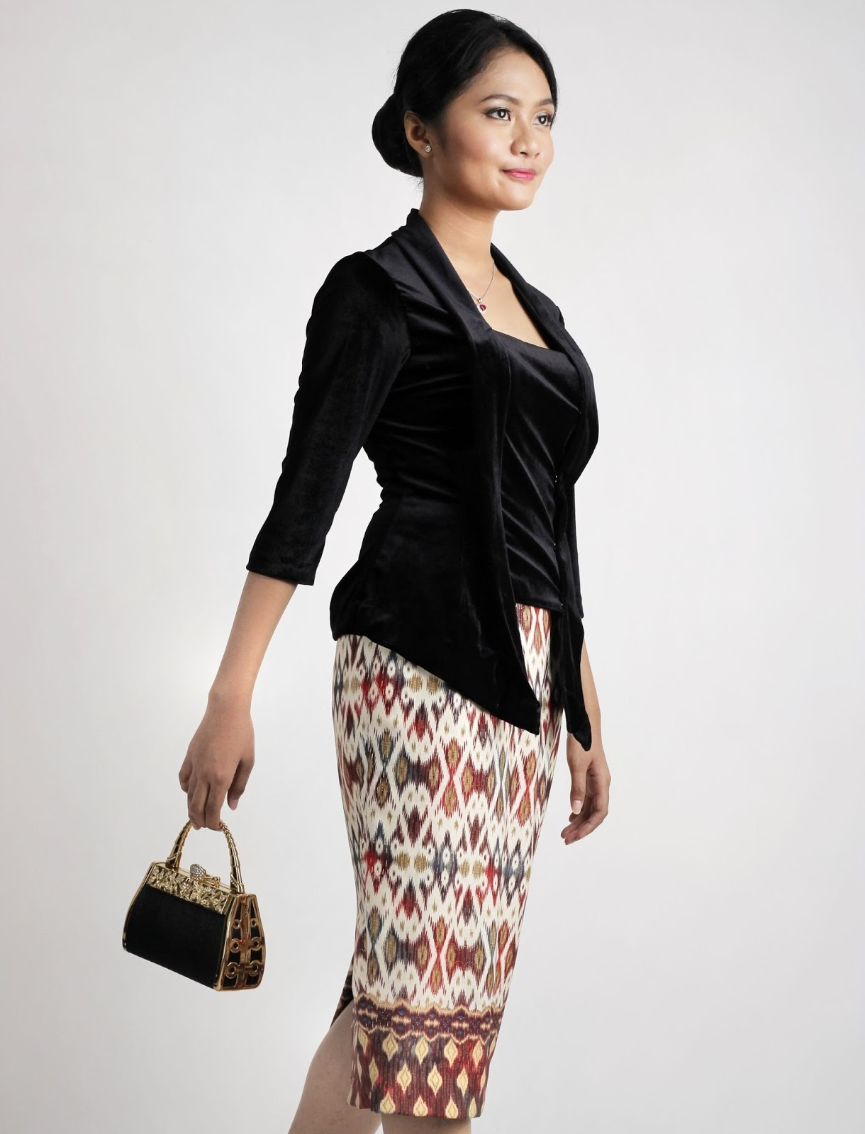 Model Kebaya Kutu Baru Hitam Modern Cantik dan Elegan