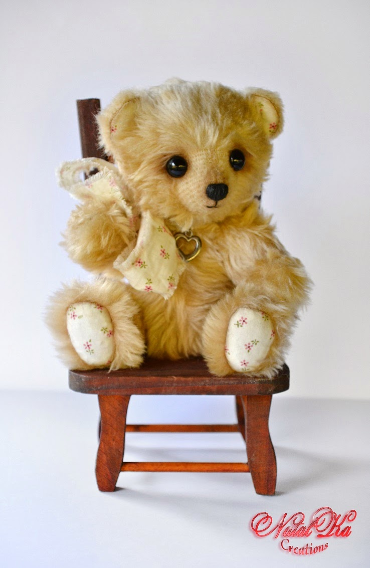 Künstler Teddybär.  Artist teddy bear