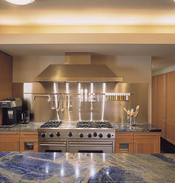 cuisine en bois et en acier inoxydable