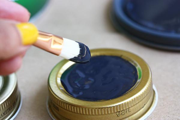 Taylor Made Adventures: DIY Spice Jars