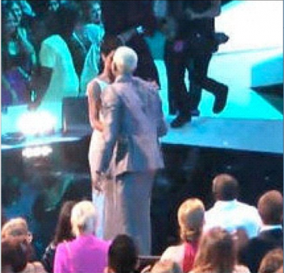 Rihanna and Chris Brown Hug and Kiss at VMA Awards