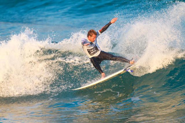 10 Jesse Mendes BRA 2015 Allianz Billabong Pro Cascais Foto WSL Laurent Masurel