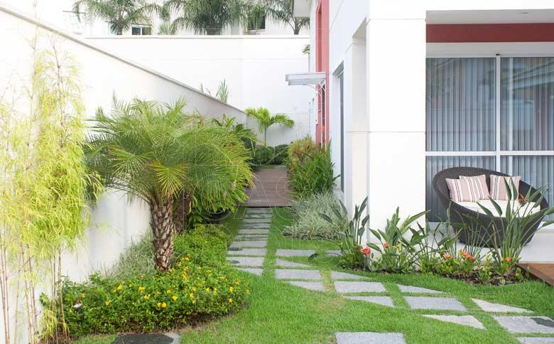 jardim residencial para frente da casa caminho de pedras Quotes