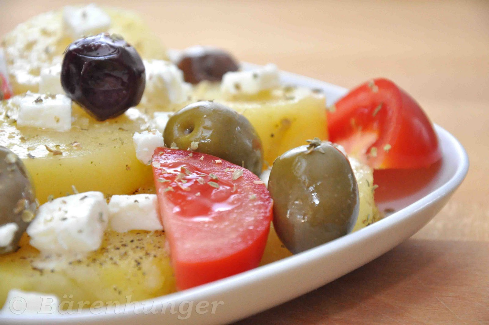 griechischer kartoffelsalat mit oliven feta und tomaten b renhunger. Black Bedroom Furniture Sets. Home Design Ideas
