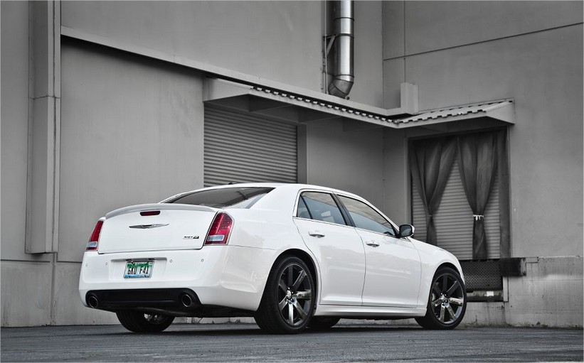 2013 new chrysler 300 srt8 world automotive. Black Bedroom Furniture Sets. Home Design Ideas