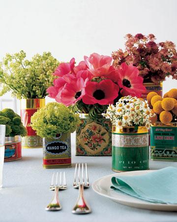 Idea para decorar una mesa con flores y tés