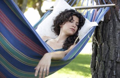 10 Manfaat Tidur Siang Bagi Kesehatan