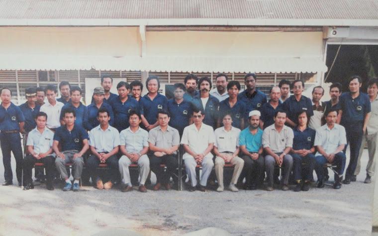 Kakitangan Bengkel Ladang UPM Tahun 1982(Tok berdiri no8 dari kiri)