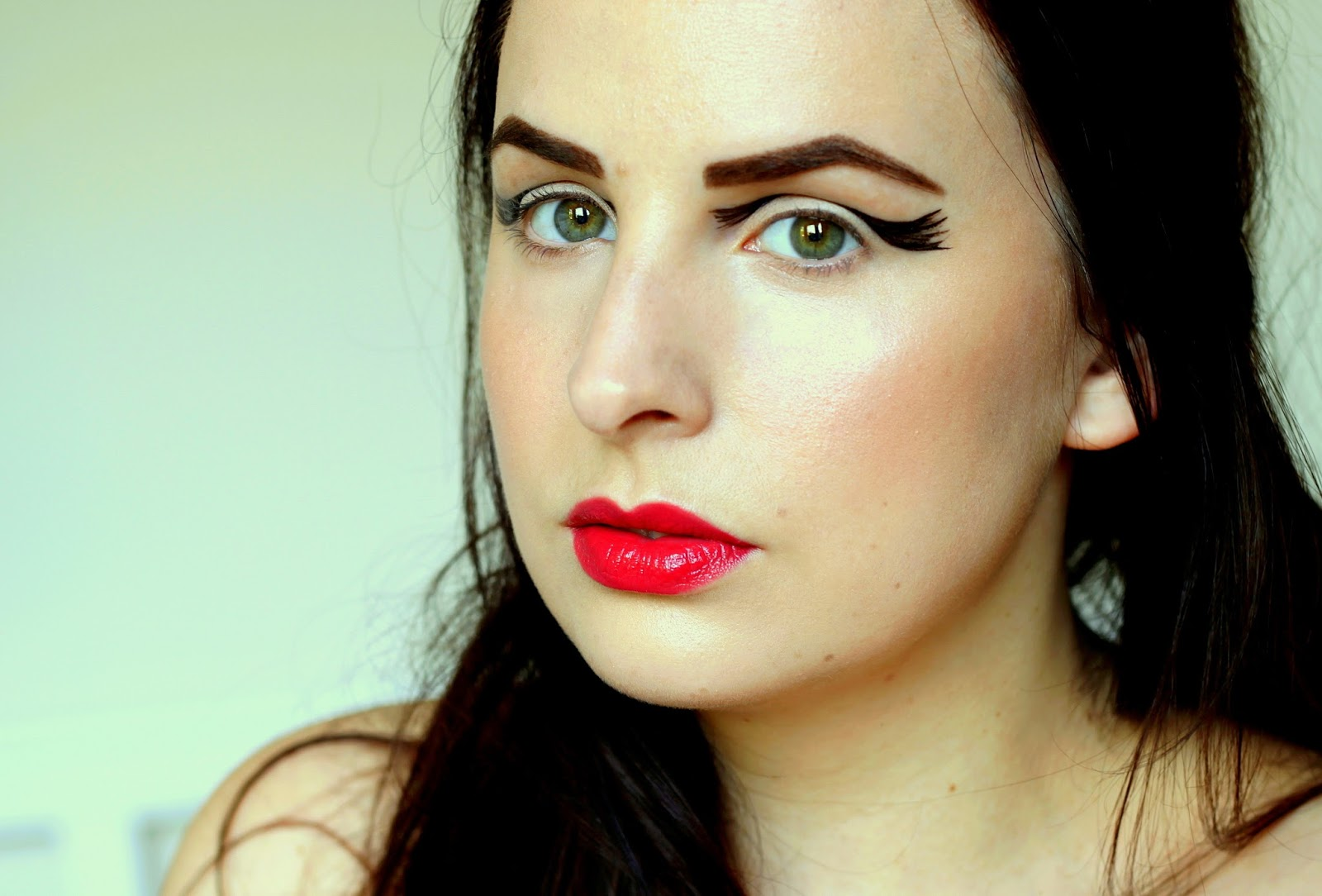 Graphic Eyeliner example