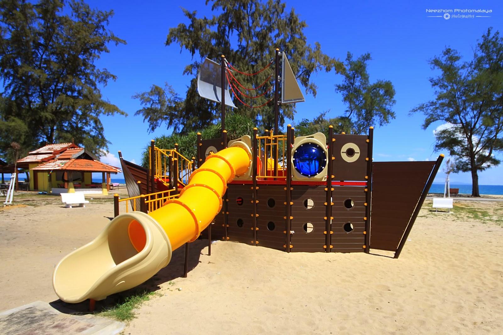 Taman Permainan Kanak-Kanak di Pantai Rhu Sepuluh, Setiu