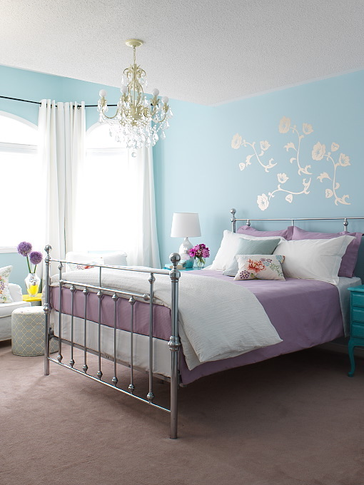 Cottage blue designs blue and purple rooms why not for Purple and white bedroom designs