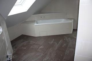 Badewanne treppe fliesen das beste aus wohndesign und for Fliesenspiegel ohne fliesen