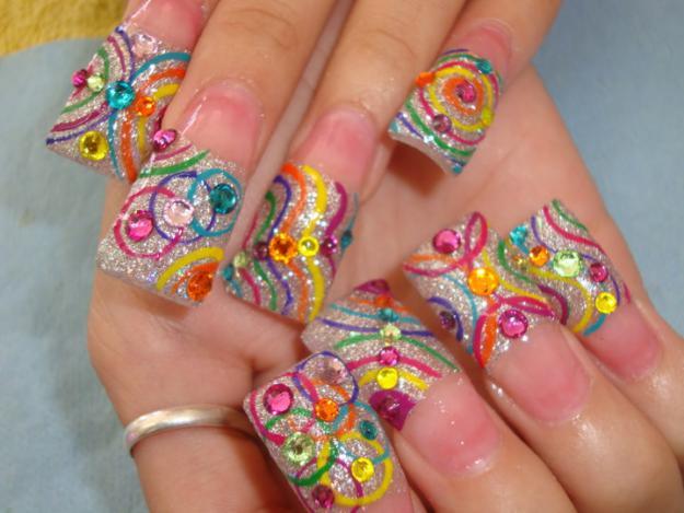 Uñas decoradas largas y muy hermosas con diferentes diseños en cada