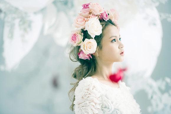 """Lee Hi lại """"gây bão"""" các bảng xếp hạng với MV Rose"""