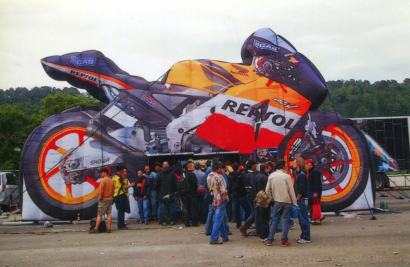 Tienda de Honda Repsol en el circuito de Mugello