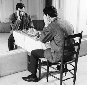 juega al ajedrez: